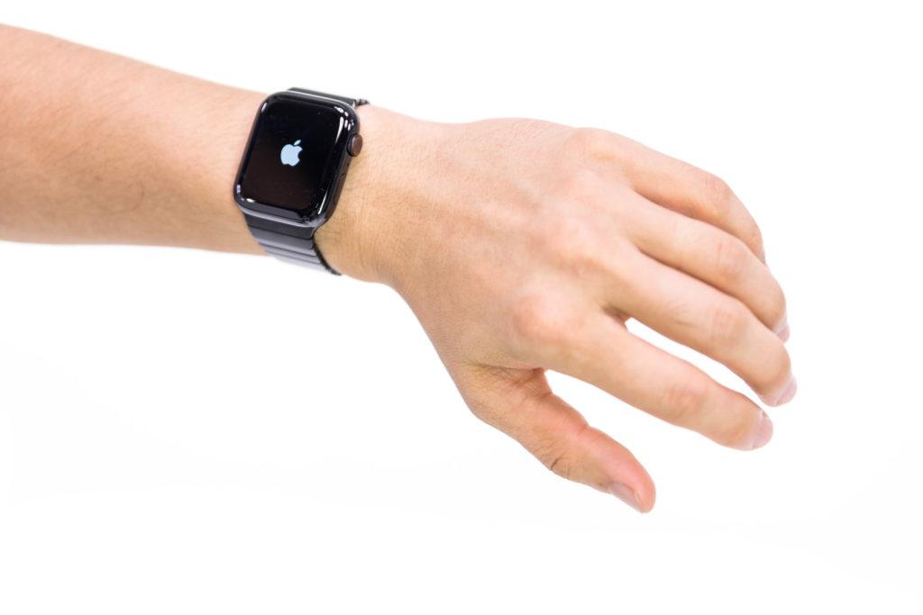 「Apple Watch Series 4 を取り付けた腕 | ぱくたそフリー素材」の写真